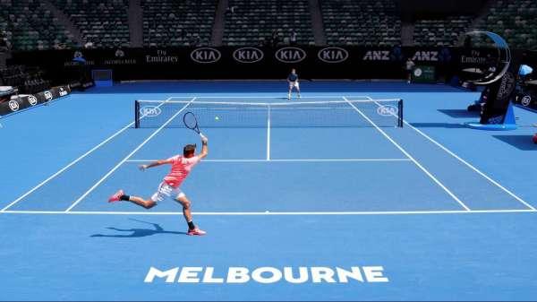 Mais de 70 tenistas em Melbourne foram forçados ao isolamento depois de casos de coronavírus